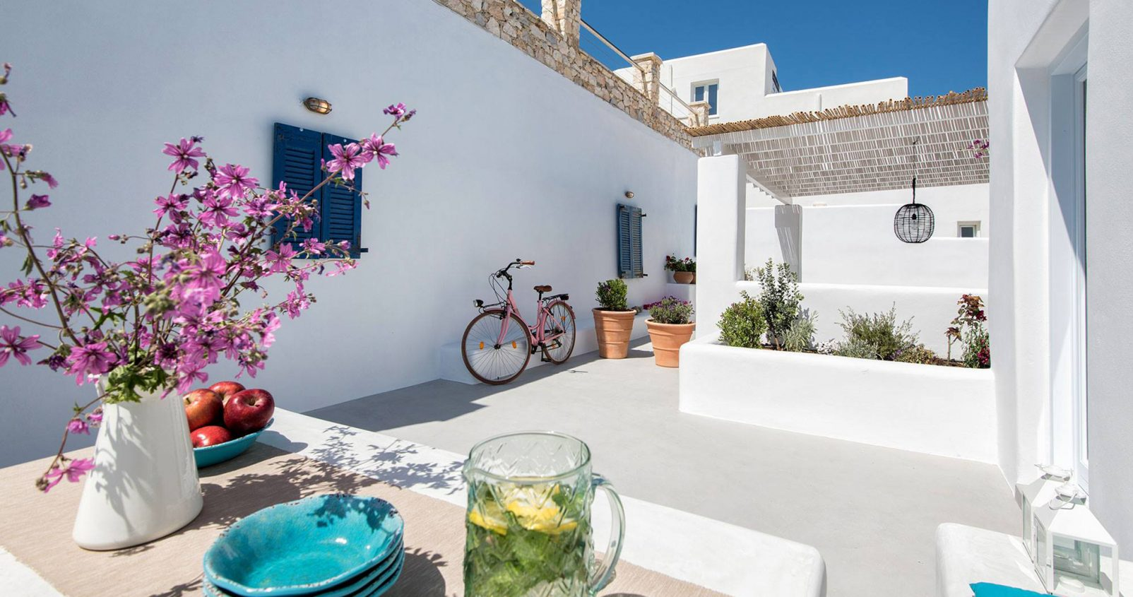 בית ביוון, עיצוב ישראלי